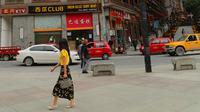 宝兴县城里整洁干净的街道