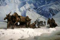 红军大多来自气候炎热潮湿的南方亚热带地区,好多人以前从未见过大雪山,更不用说爬了
